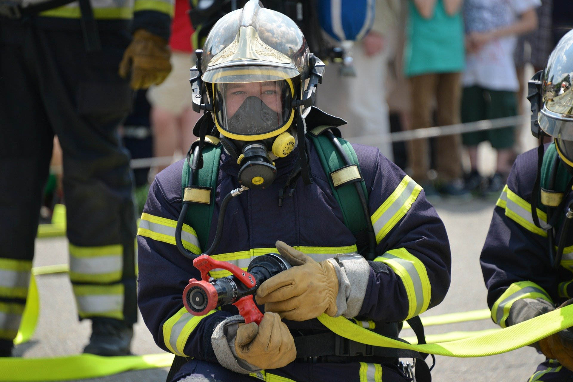 A firefighter wearing respiratory protection | Source: Pixabay