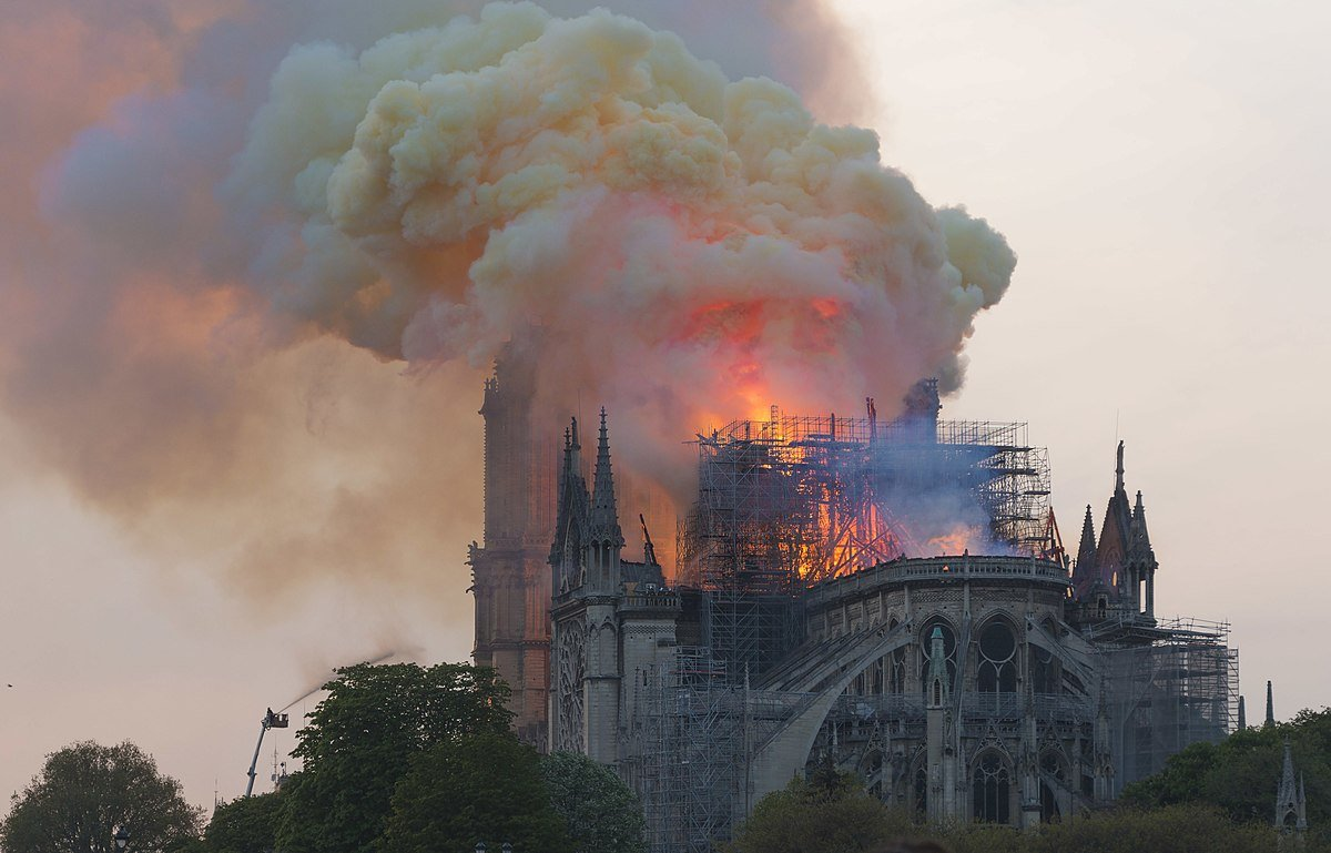 Notre-Dame en feu   Source: Wikipedia