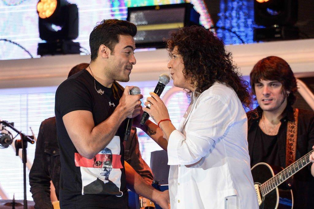 David Rivera y Rosana cantando.| Fuente: Getty Images