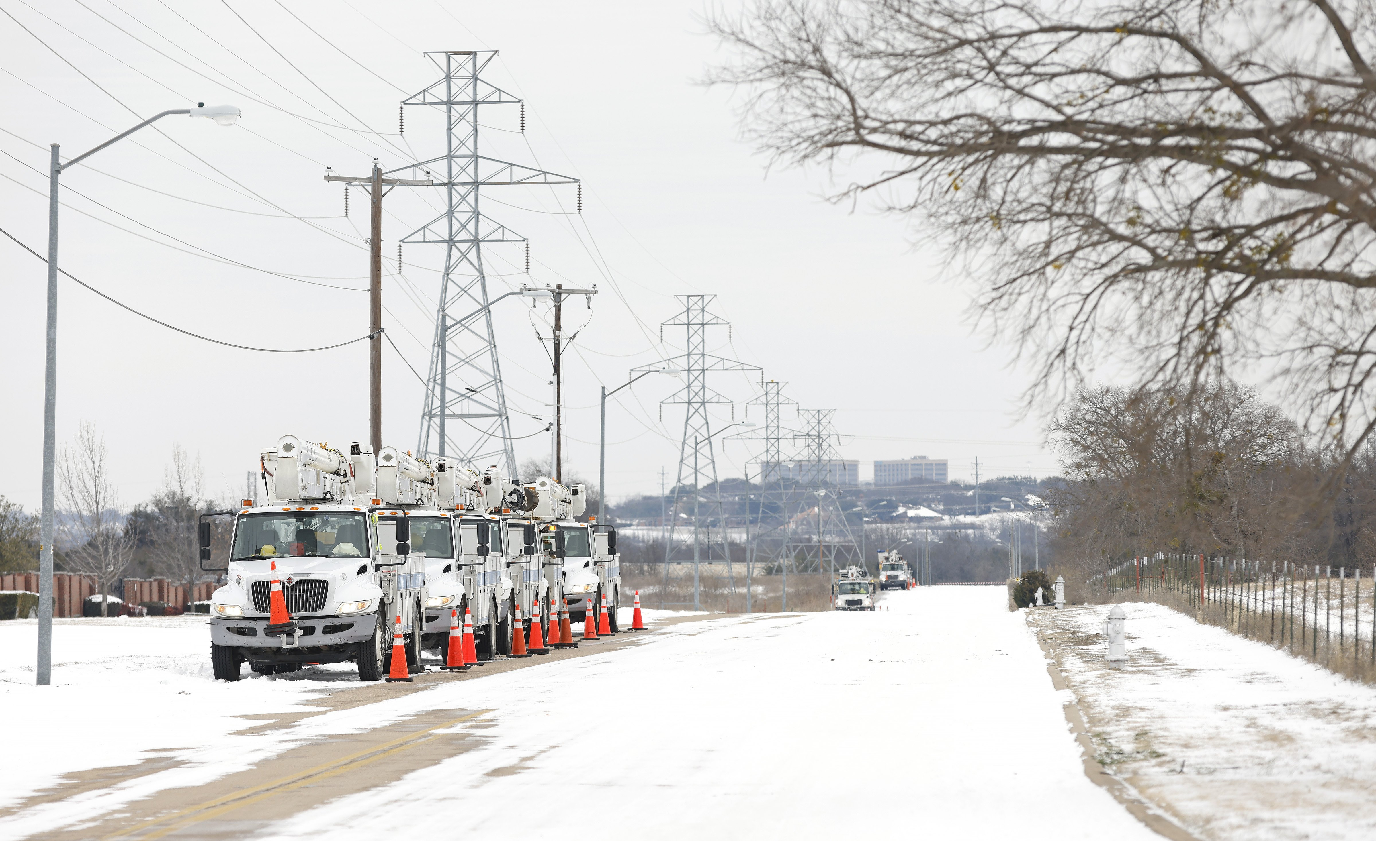 Pike Electric service trucks line up after the Uri snowstorm on February 16, 2021 | Photo: Getty Images