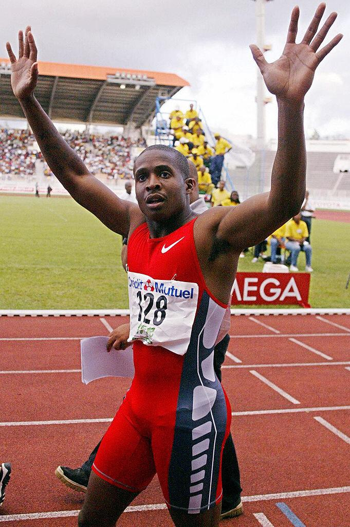 US sprinter Tim Montgomery celebrates after winning the 100m ahead of Nigerian Aaron Egbele and US Brian Lewis in the Grand Prix II meeting 25 April 2004 Fort de France, Martinique | Photo: Getty Images