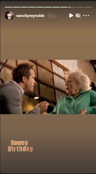 Ryan Reynolds and Betty White's behind-the-scene throwback picture   Photo: Instagram / vancityreynolds