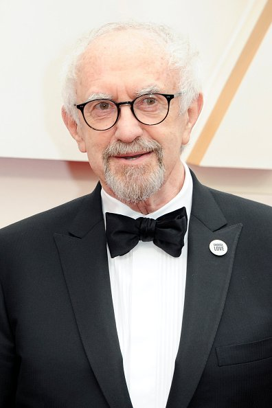 Jonathan Pryce at Hollywood and Highland on February 09, 2020 in Hollywood, California. | Photo: Getty Images