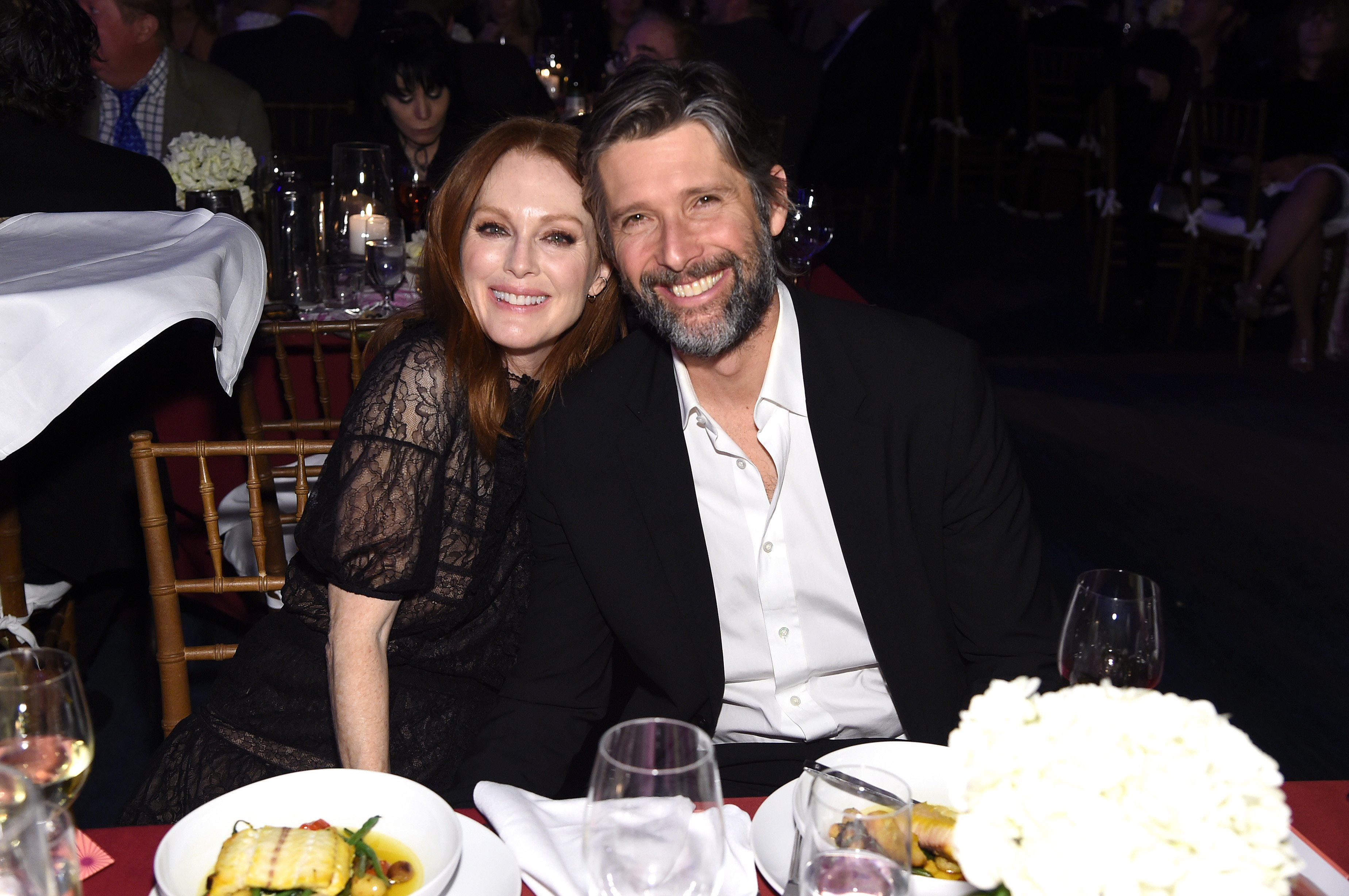 Julianne Moore and Bart Freundlich attend the event A Funny Thing Happened On The Way To Cure Parkinson's in New York City on November 16, 2019 | Photo: Getty Images