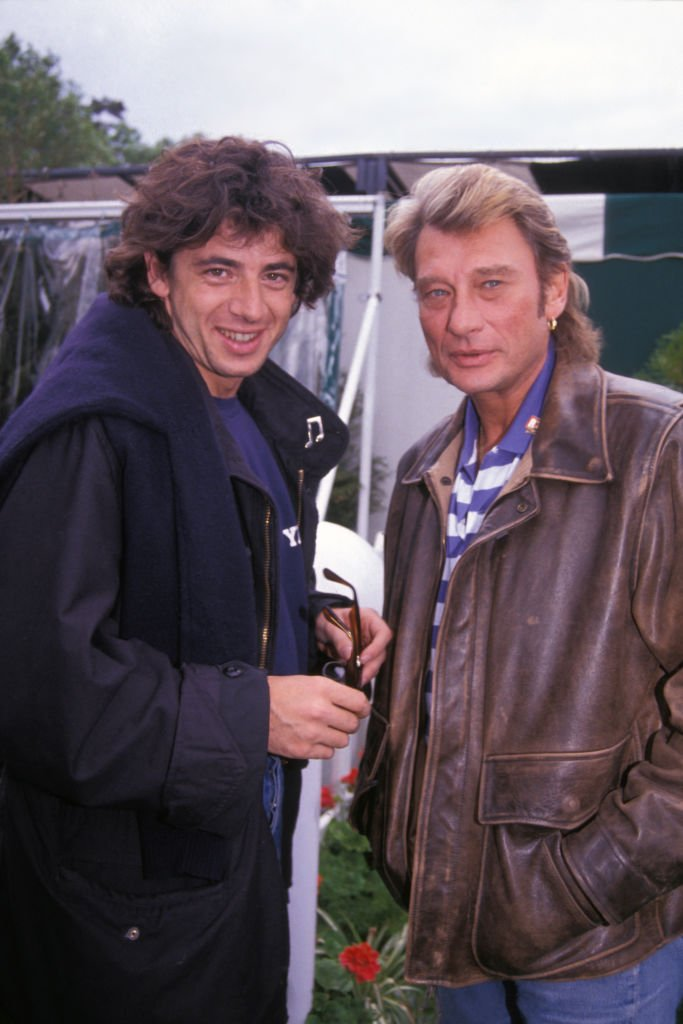 Patrick Bruel et Johnny Hallyday à Roland Garros le 9 juin 1991, Paris, France. | Photo : Getty Images