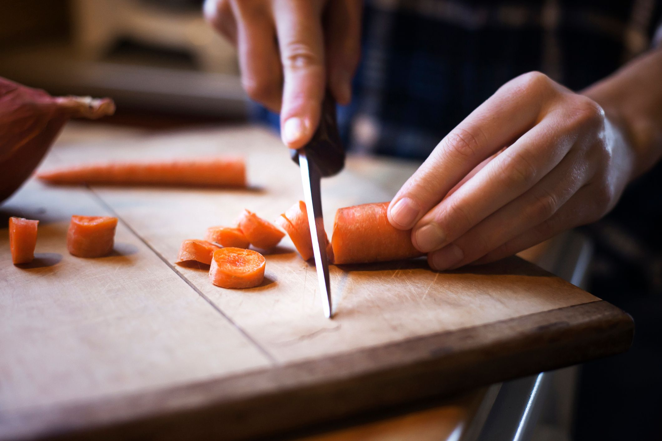A man slicing carrots. | Source: Getty Images