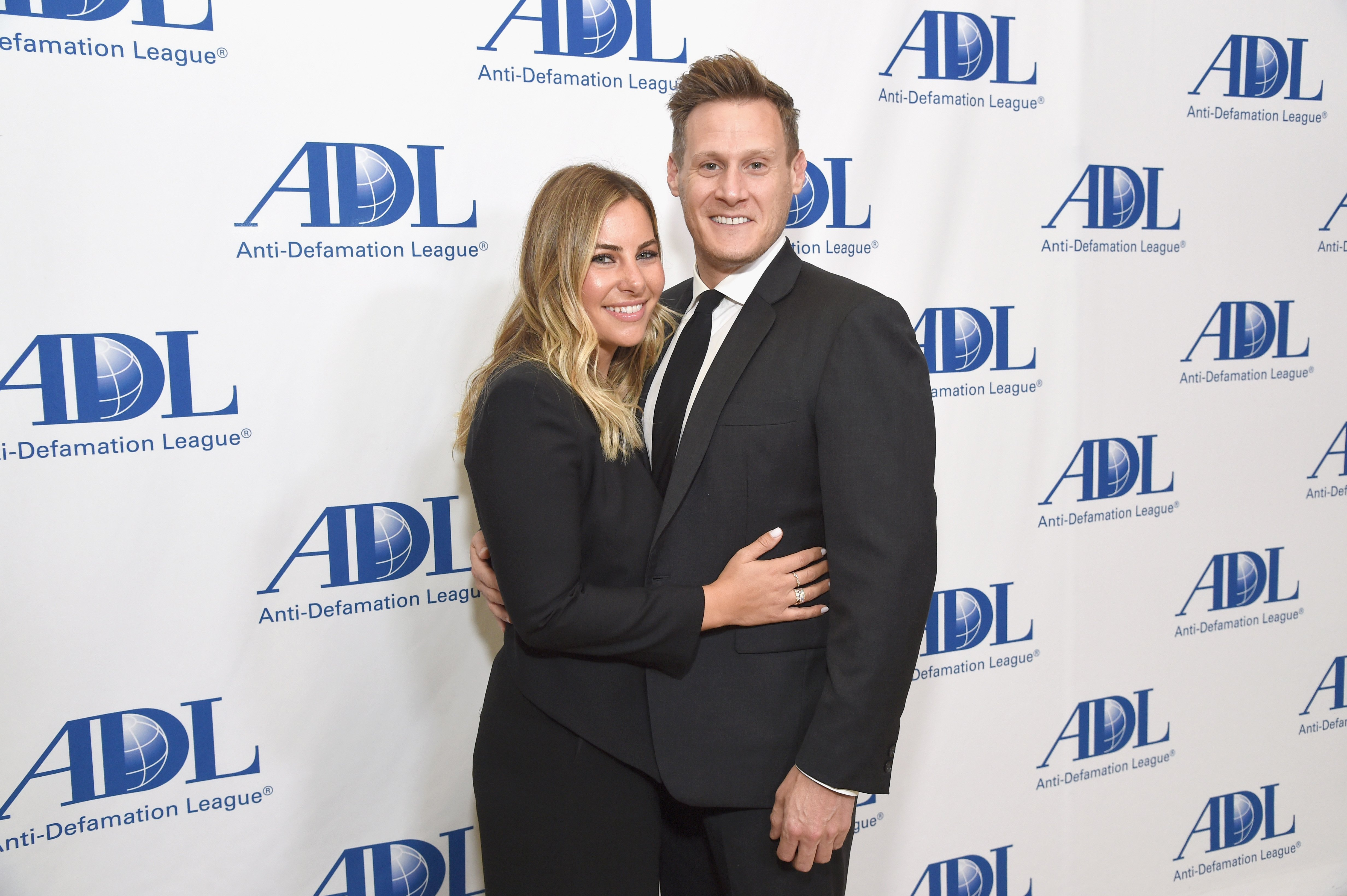 Tracey Kurland und Trevor Engelson nehmen am 17. April 2018 am Abendessen der Anti-Defamation League Entertainment Industry im Beverly Hilton Hotel in Beverly Hills, Kalifornien, teil. | Quelle: Getty Images