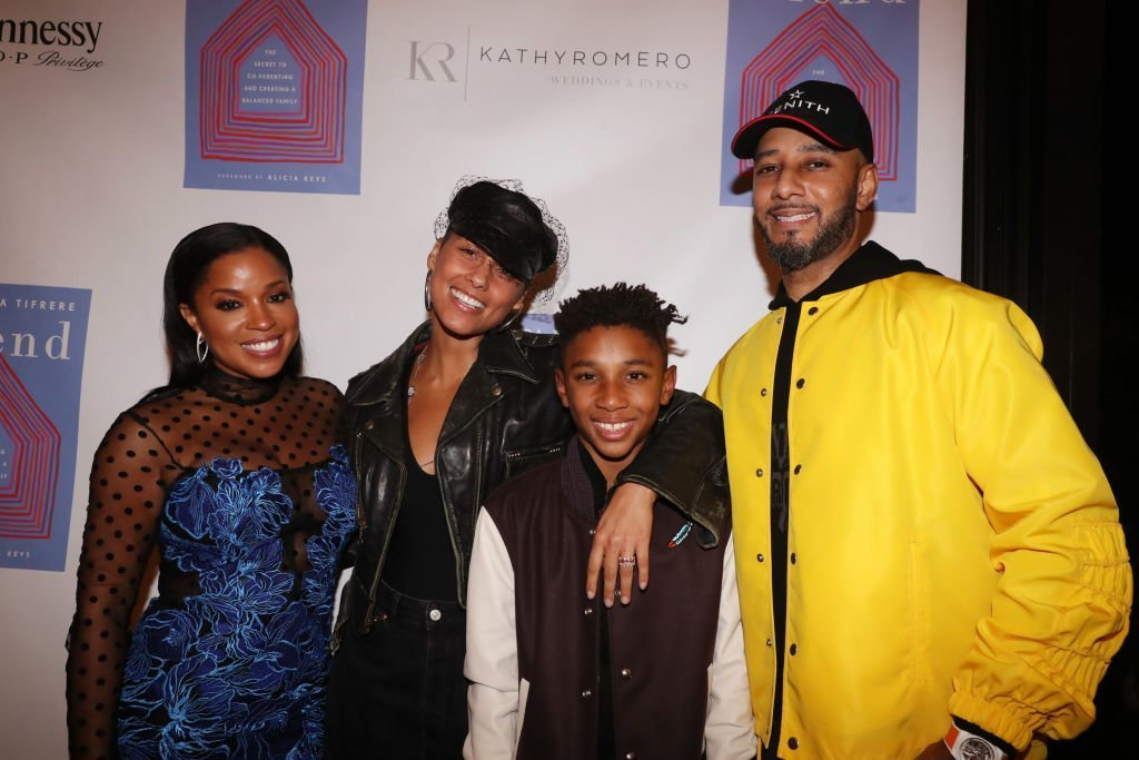 "(L-R) Mashonda, Alicia Keys, Kasseem Dean Jr., und Swizz Beatz auf der ""Blend"" Book Launch Party, 2018 in New York City 