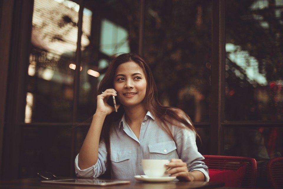 Mujer hablando por teléfono | Foto: Pixabay