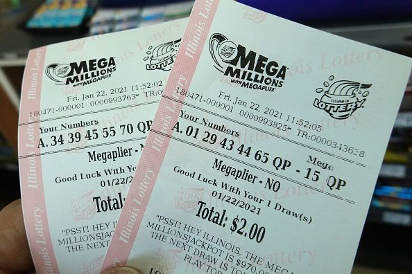 Mega Millions lottery tickets are sold at a 7-Eleven store. | Photo: Getty Images