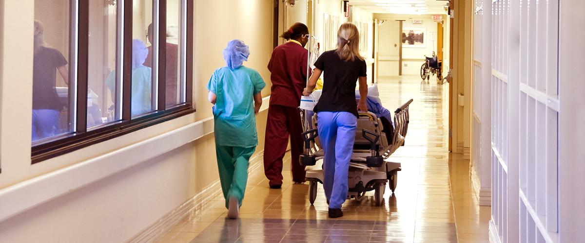 Ce député passe 6 heures à l'urgence et découvre la réalité de l'hôpital
