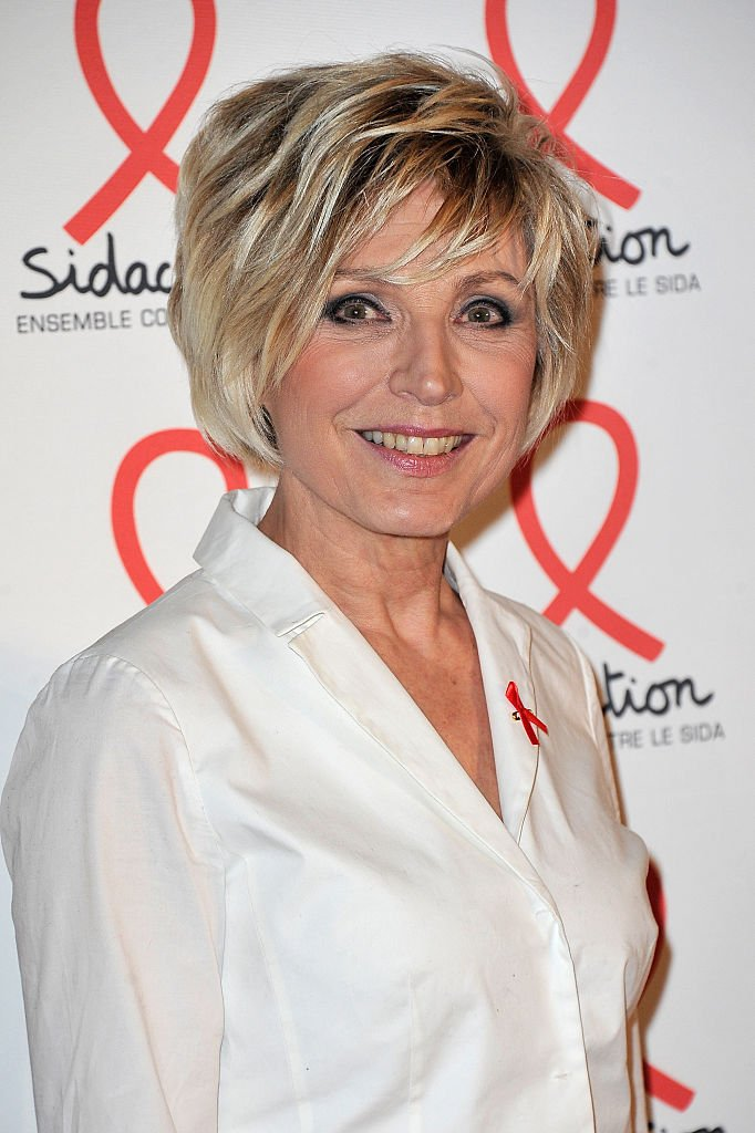 Evelyne Dheliat assiste à la photocall de la soirée de lancement de Sidaction 2016 au Musée du Quai Branly le 7 mars 2016 à Paris. | Photo : Getty Images