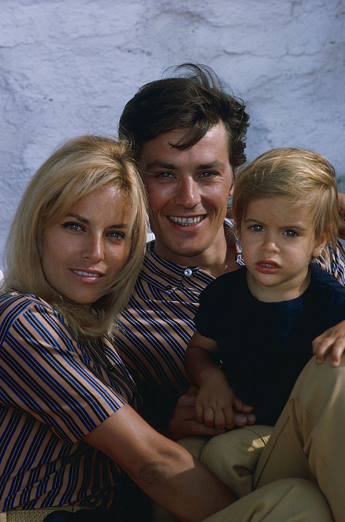 Alain, Nathalie et Anthony Delon. | Photo : Getty Images