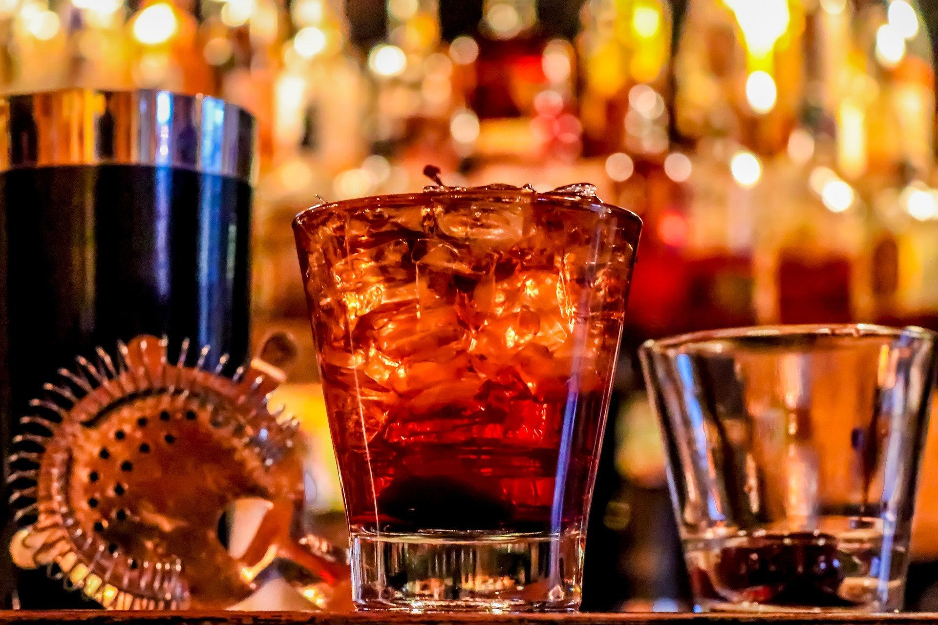 Drinks at a bar.   Source: Social Butterfly/Pixabay