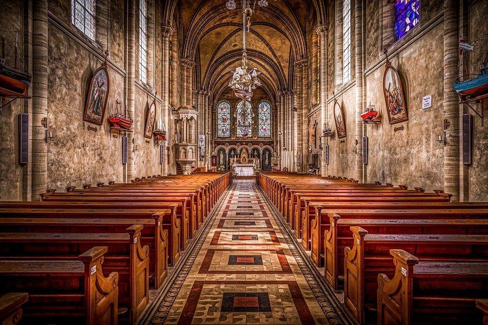 intérieur d'une église | Photo : Pixabay