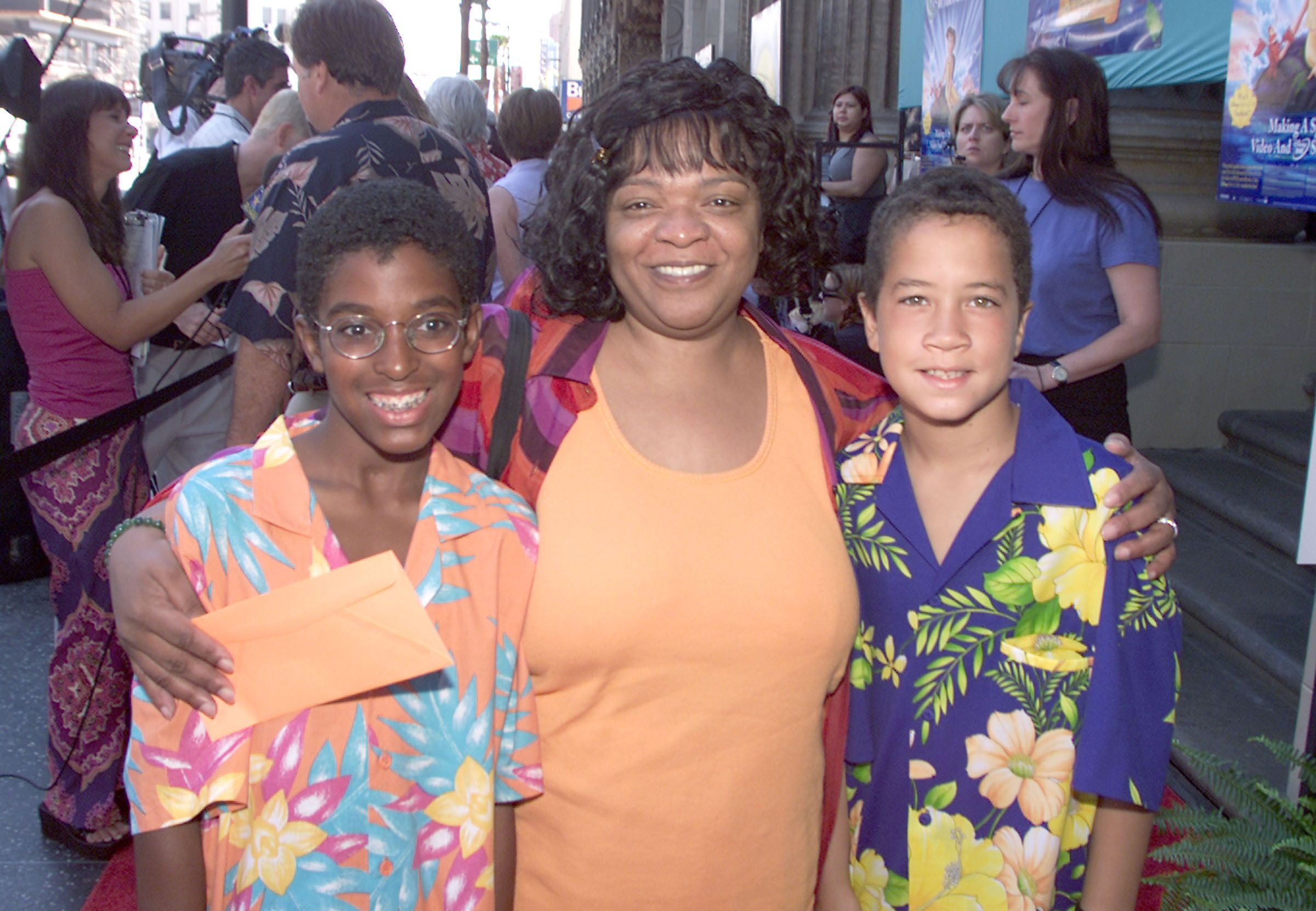 Nell Carter with sons Joshua and Daniel at the premiere of Walt Disney Pictures' 'The Little Mermaid II: Return to the Sea' in 2000 | Source: Getty Images