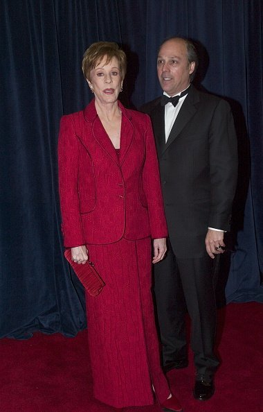 Carol Burnett and Brian Miller at the United States State Department on December 6, 2003. | Photo: Getty Images