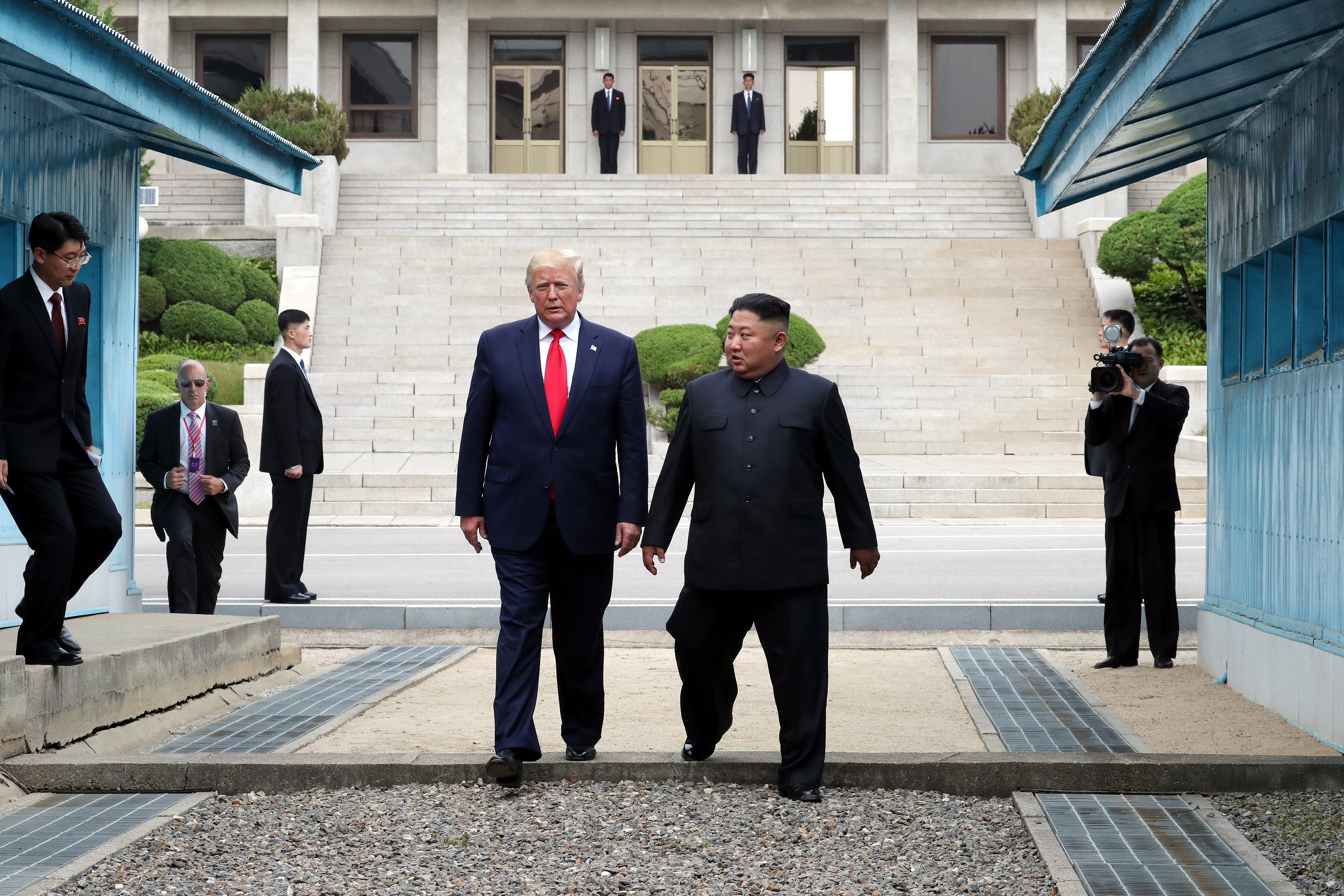 Donald Trump and Kim Jong-un at the Korean demilitarized zone | Photo: Getty Images
