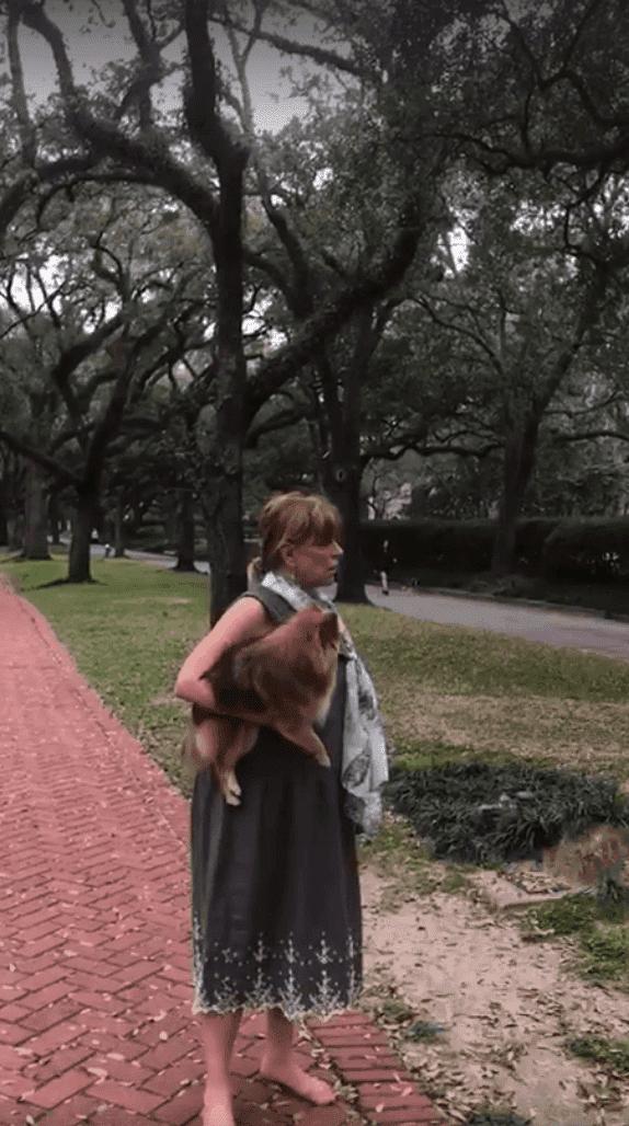 Francy Neely und ihr Hund   Quelle: Facebook/kelynalyssa
