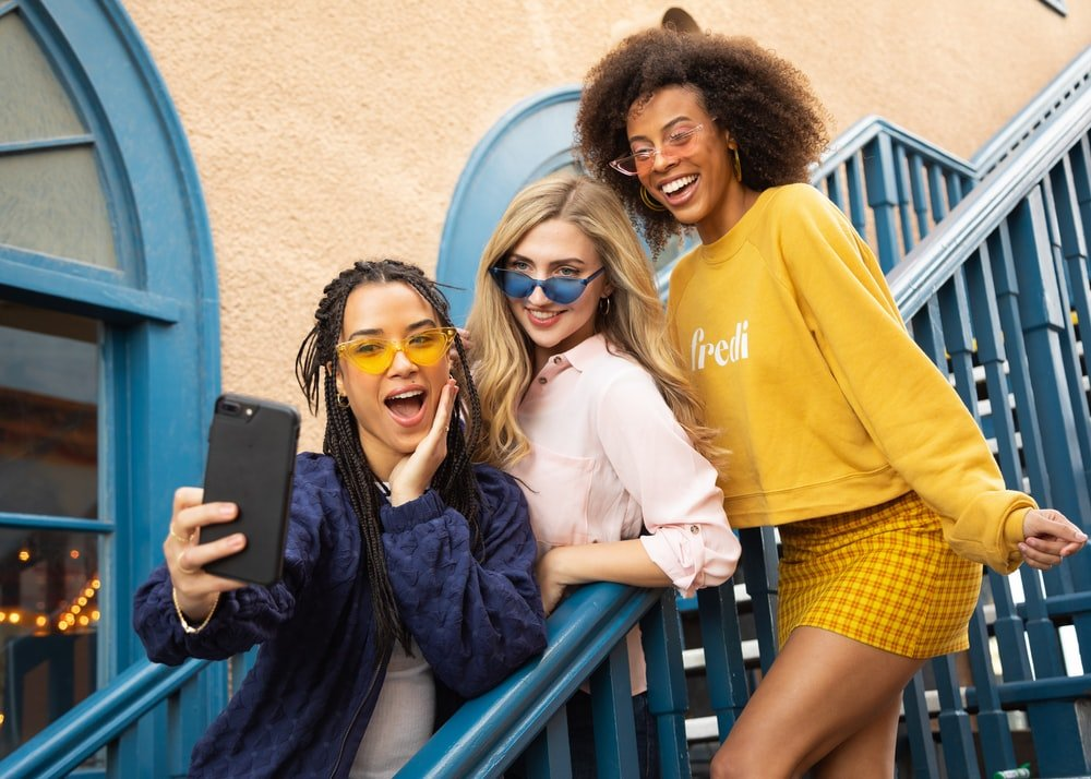 Three girls and a cell phone   Source: Unsplash