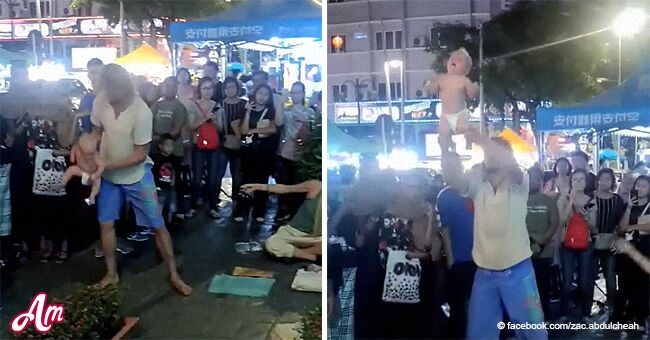 Indignación tras bebé de 4 meses colgar de sus pies como parte de actuación callejera