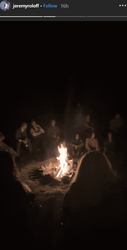 The Roloffs sitting at a bonfire the night of Jacob Roloff and Isabel Rock's wedding | Photo: instagram.com/jeremyroloff