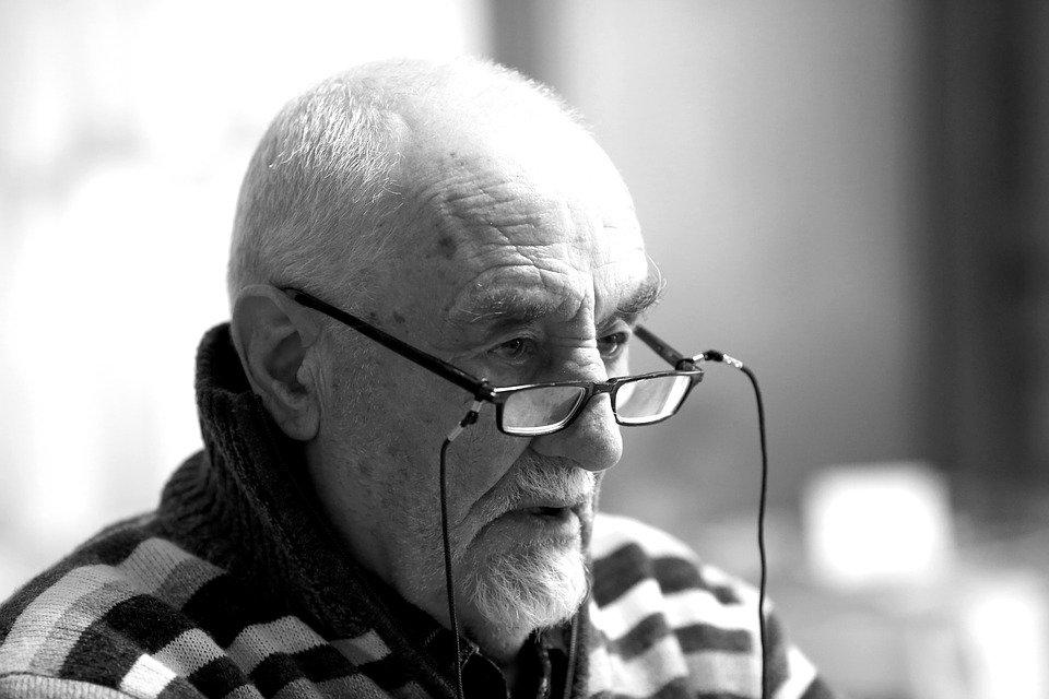 Le portrait d'un homme âgé | Photo : Pixabay