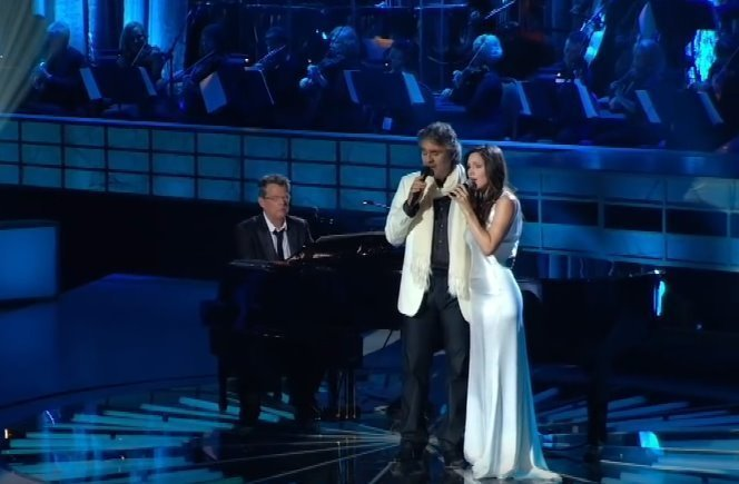 Andrea Bocelli and Katharine McPhee performing a duet with one of the writers of the song, David Foster, playing the piano. | Source: YouTube/HDGoodMusic