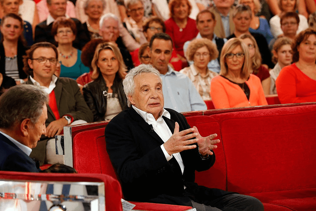 "PARIS, FRANCE - 08 OCTOBRE : Le chanteur Michel Sardou et Michel Drucker assistent au spectacle ""Vivement Dimanche Prochain"" au Pavillon Gabriel le 8 octobre 2014 à Paris, France. 