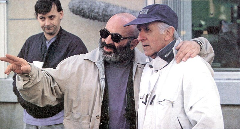 Bob Hoskins and Freddie Francis on location in Montreal for Rainbow. | Source: Wikimedia Commons