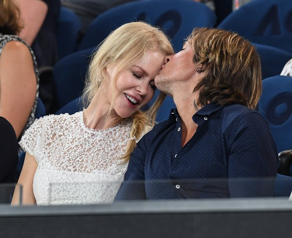 Keith Urban kisses Nicole Kidman's forehead at the Australian Open in Melbourne on January 24 | Photo: Getty Images
