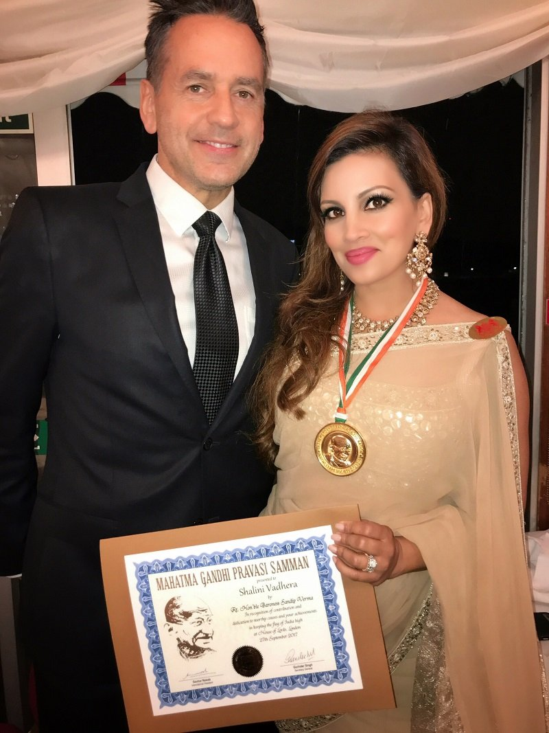 Beauty entrepreneur Shalini Vadhera and husband Tony Potts receiving her Mahatma Gandhi Award at the UK House of Lords | Photo: Courtesy of Shalini Vadhera