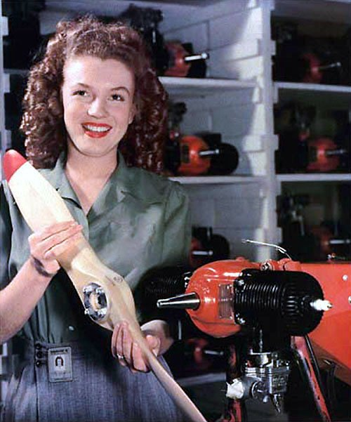 Marilyn Monroe photographed by David Conover at the munitions plant in 1944 | Source: Wikimedia