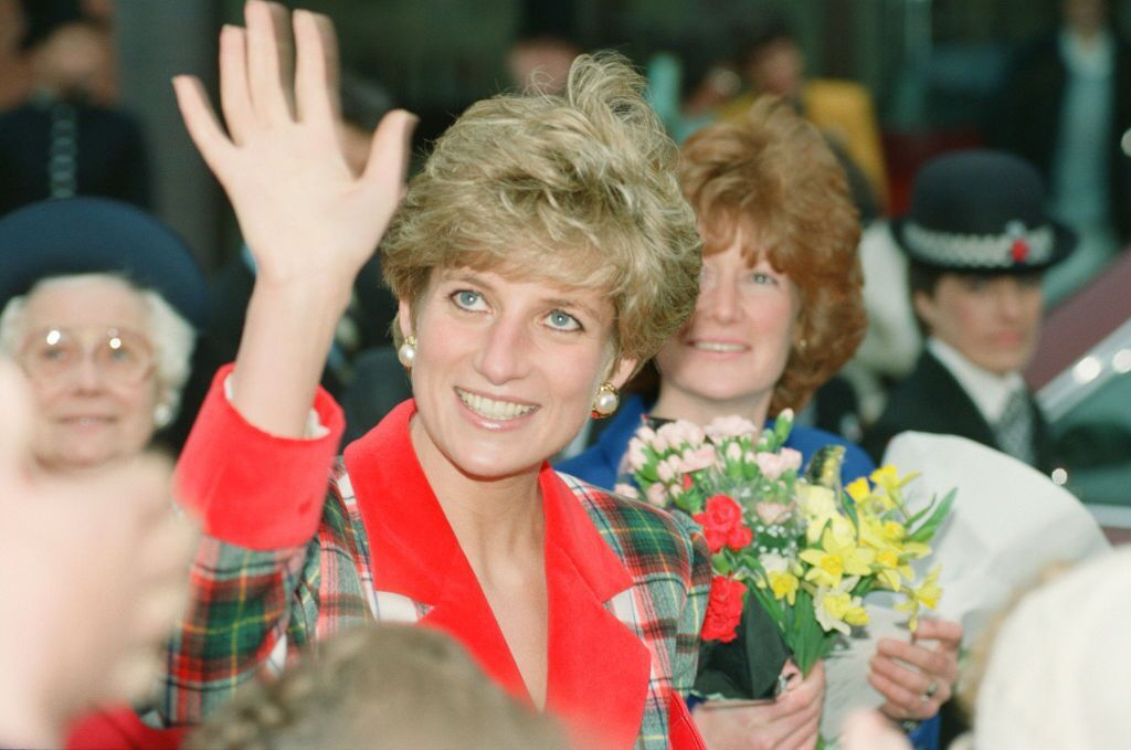 Princess Diana at Didsbury and Wigan in the North West of England on November 25, 1991 | Photo: Andrew Stenning/Mirrorpix/Getty Images