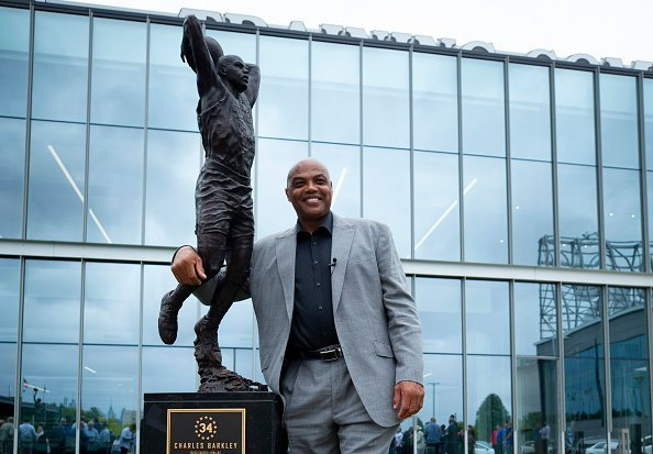 Charles Barkley poses for a picture with his sculpture at the Philadelphia 76ers training facility on September 13, 2019   Photo: Getty Images