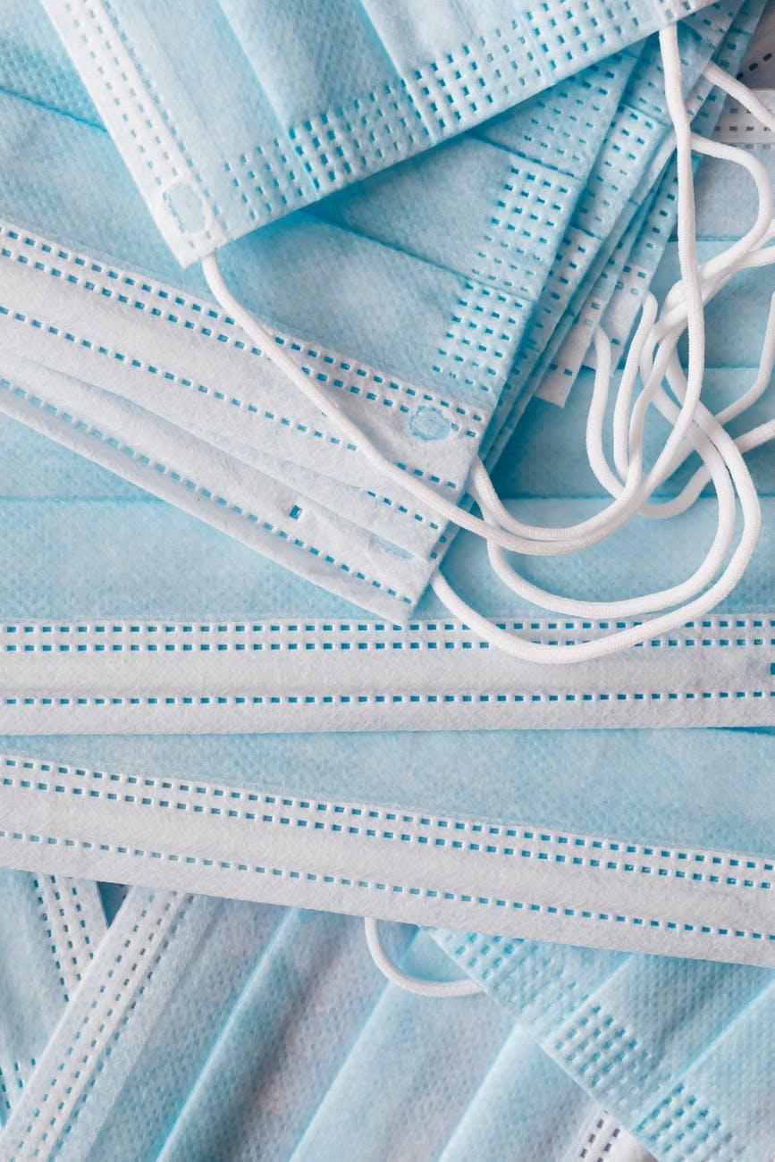 Light blue surgical mask. | Photo: by Levii