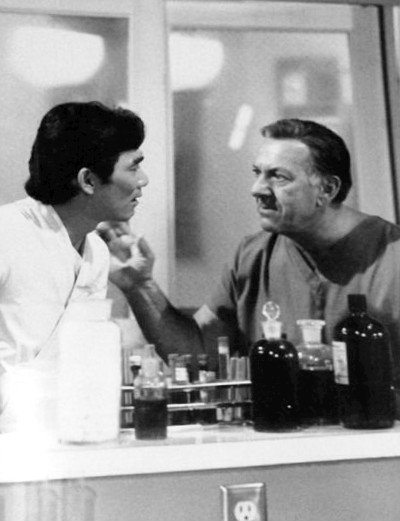 Robert Ito as Sam and Jack Klugman as Quincy. | Source: Wikimedia Commons
