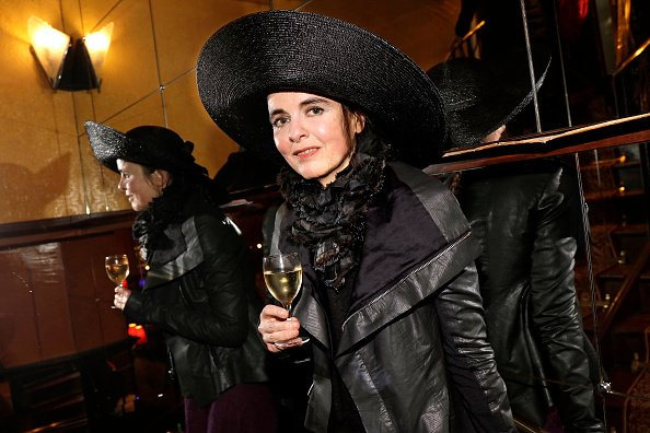 Amelie Nothomb pose lors d'une séance de portrait à Paris, en 2019. | Photo : Getty Images.
