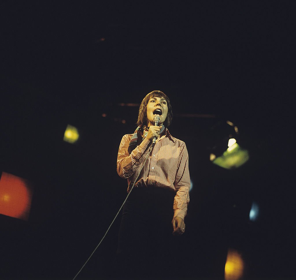 Singer Helen Reddy performs on stage on January 1, 1970. | Photo: Getty Images