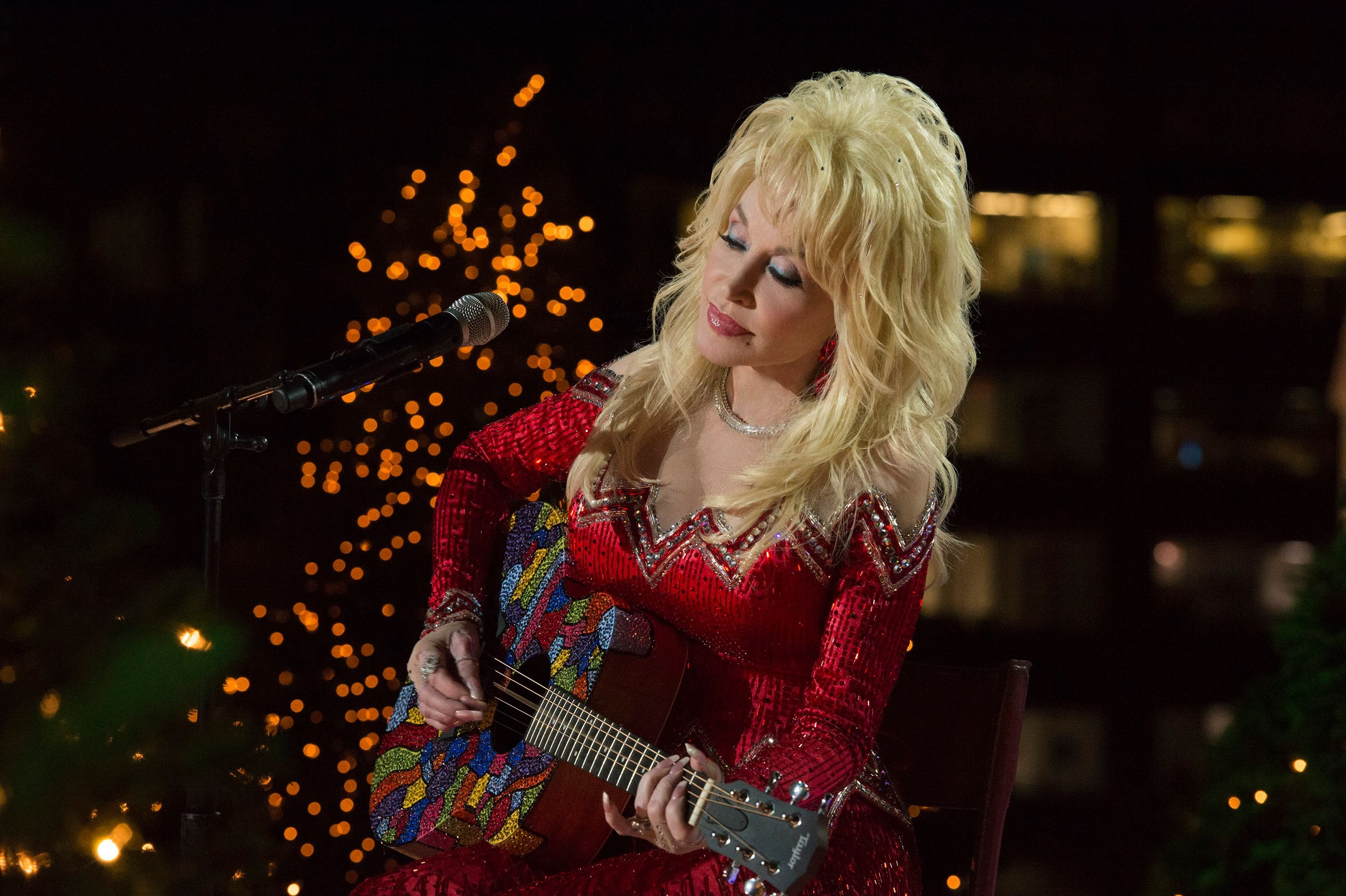 Dolly Parton rehearsing for the 2016 Christmas in Rockefeller Center in New York City | Source: Getty Images