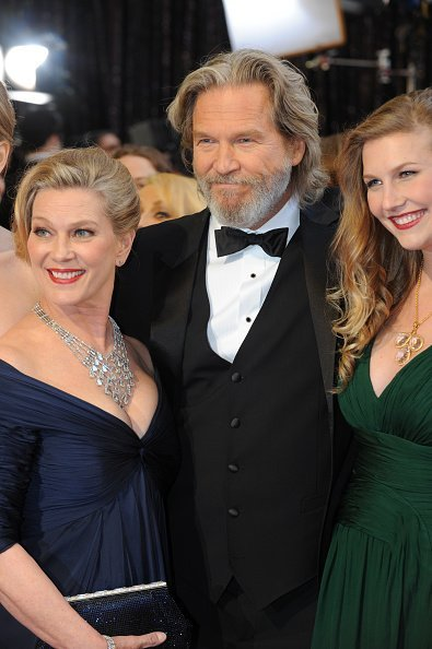 Jeff Bridges, Susan Bridges, and Jessica Lily at the Kodak Theater during the 83rd Academy Awards, Hollywood, California, February 27, 2011. | Photo: Getty Images
