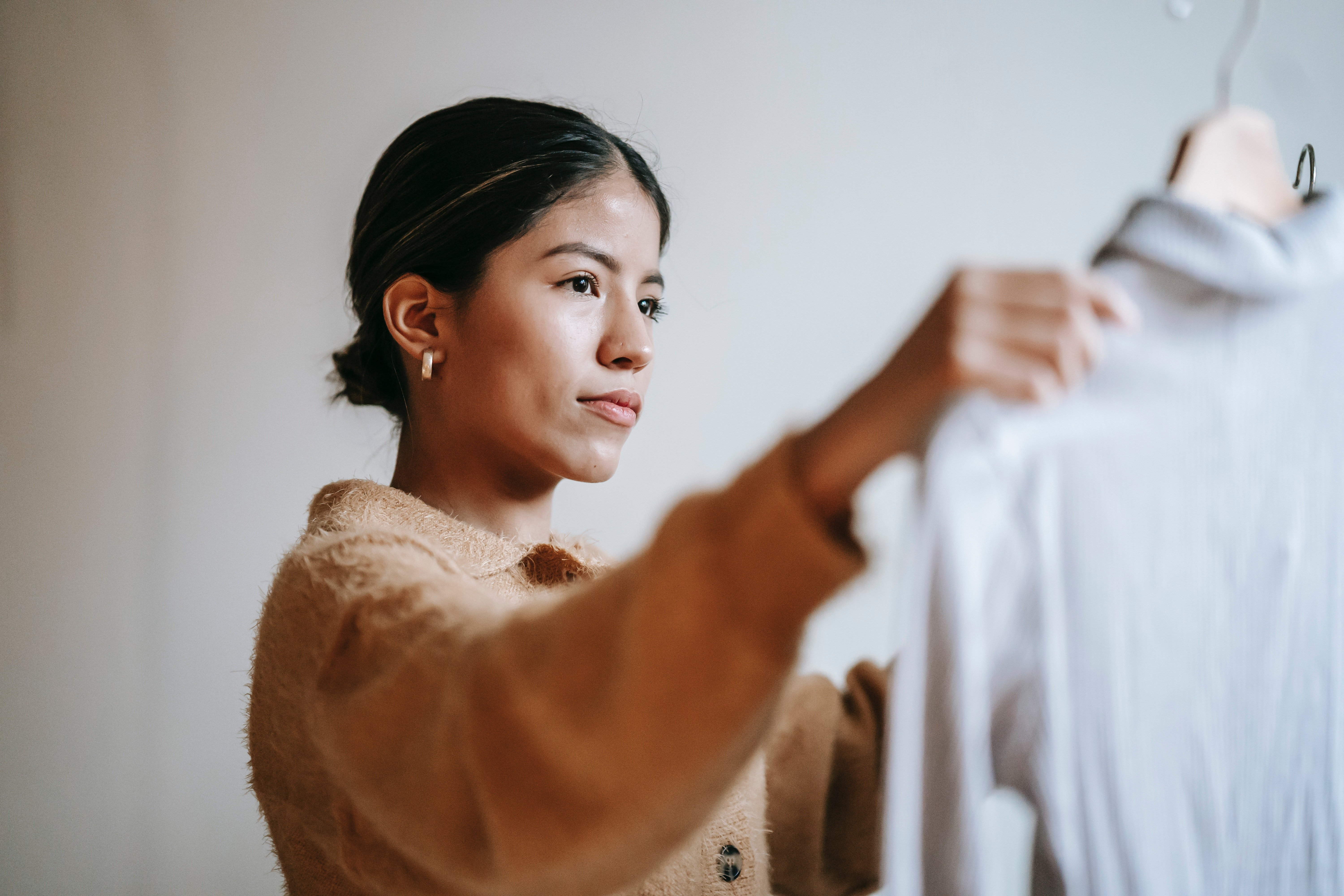 I wanted Matthew to try on the T-shirt I chose for him | Photo: Pexels