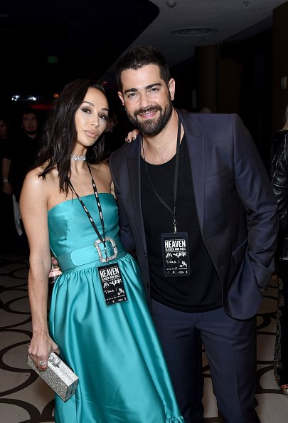 Cara Santana and Jesse Metcalfe at Hollywood Palladium on January 04, 2020 in Los Angeles, California. | Photo: Getty Images