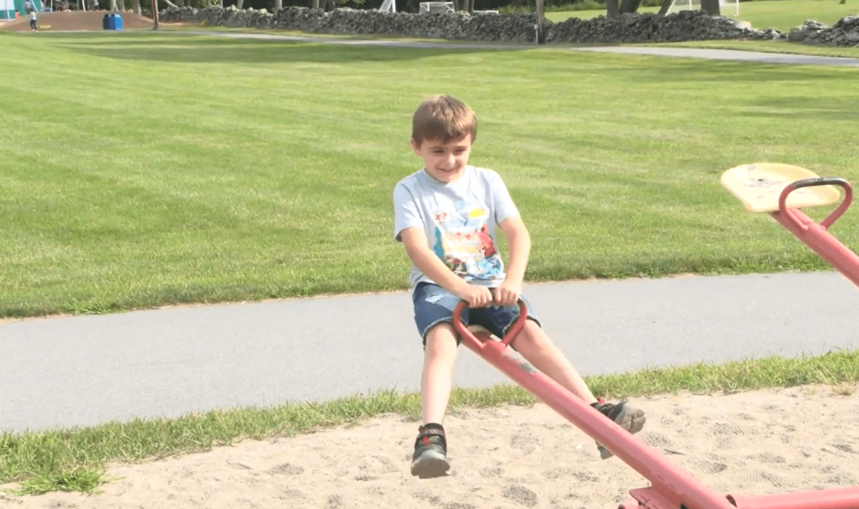 7-year-old Rowyn Montgomery on a seesaw. │Source: ABC News