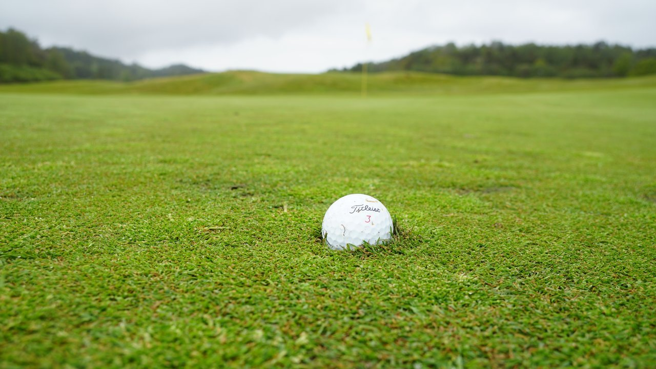 That tell-tale golf ball | Source: Pexels