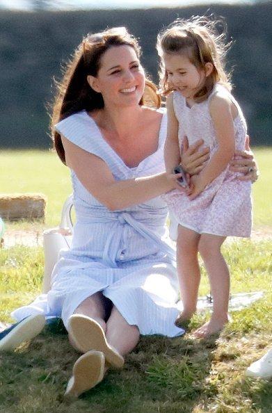 Kate Middleton et la princesse Charlotte au Beaufort Polo Club le 10 juin 2018 à Gloucester, Angleterre   Photo : Getty Images