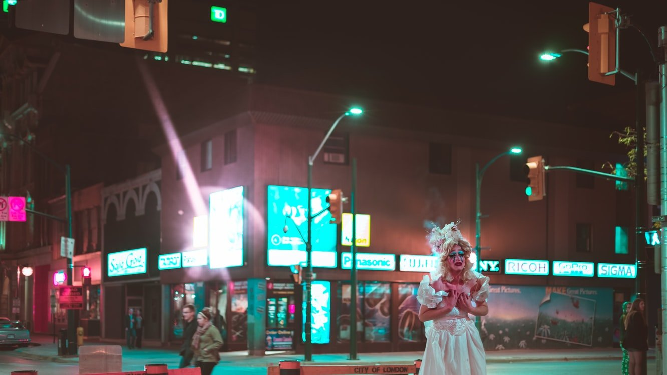Sunny ran out into the street in her wedding dress | Source: Unsplash