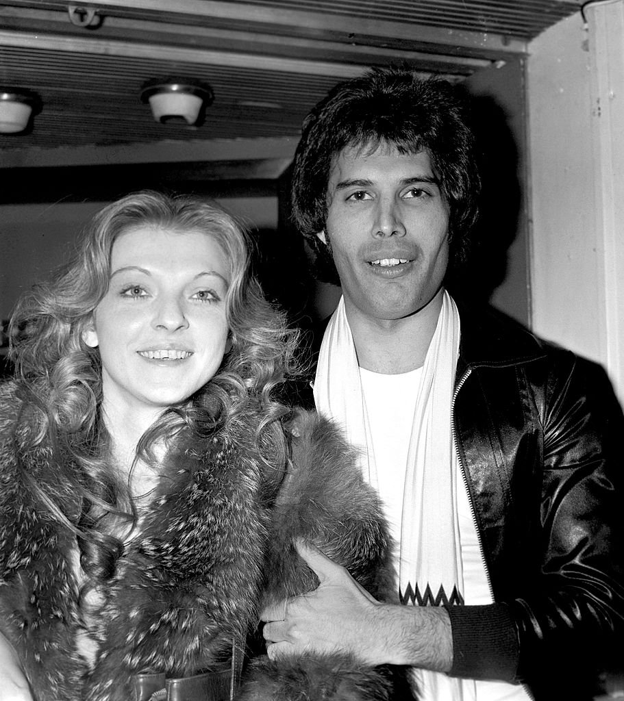 Freddie Mercury et Mary Austin en septembre 1977. l Source : Getty Images
