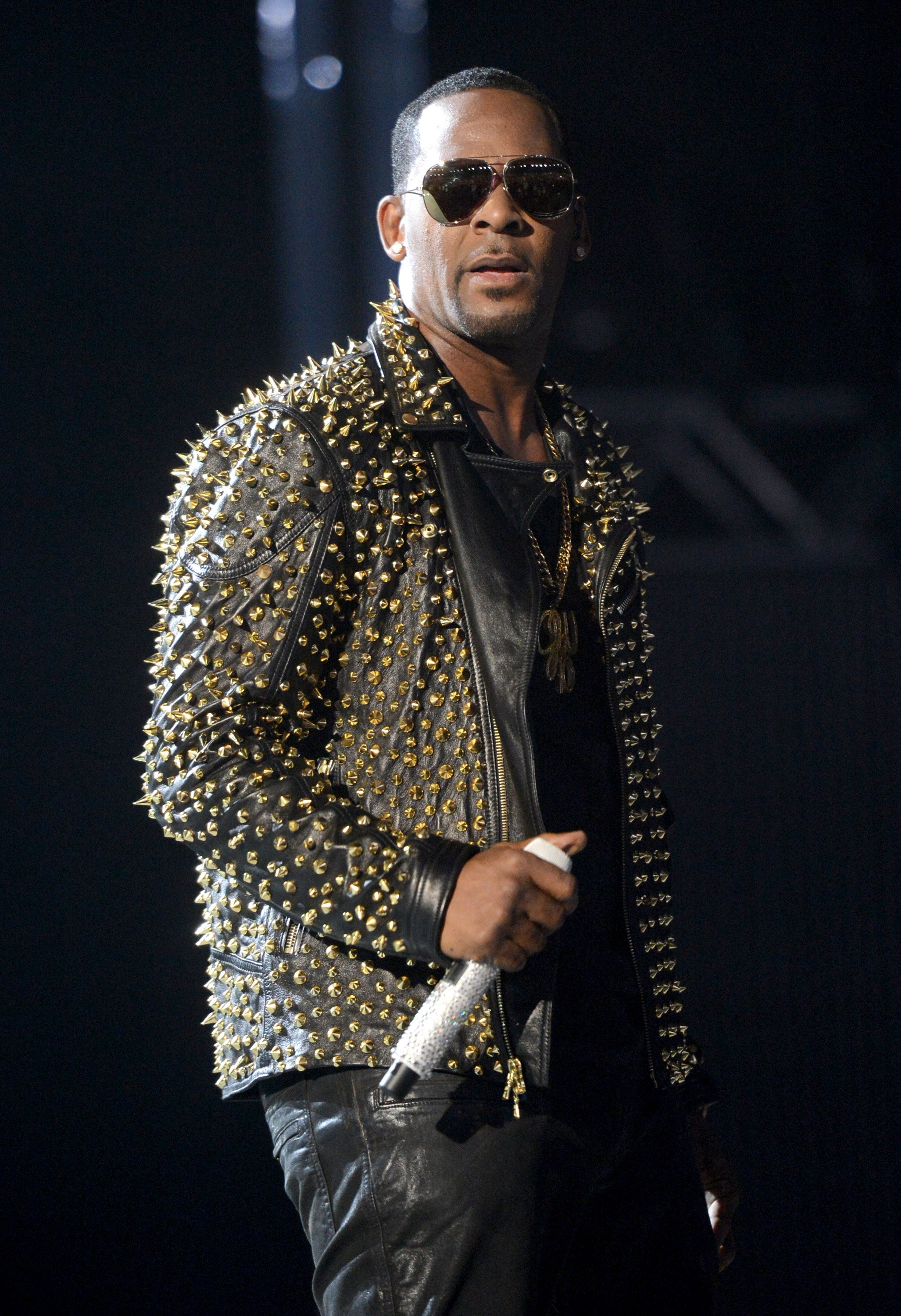 R. Kelly performs onstage during the BET Awards on June 30, 2013 in Los Angeles, California | Photo: Getty Images