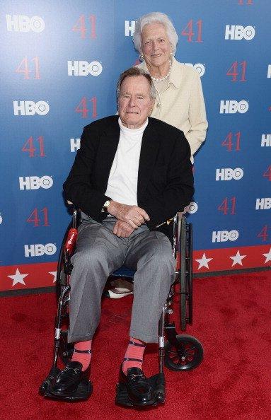 Le président George H.W. Bush et Barbara Bush, le 12 juin 2012, à Kennebunkport, Maine | Getty Images
